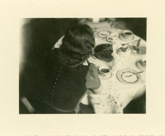 8bd9eb91e08cbdf43ccd7d03e19363aa--photographs-of-women-vintage-photographs